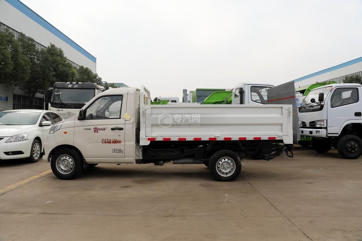 福田祥菱V1国六桶装垃圾运输车侧面图