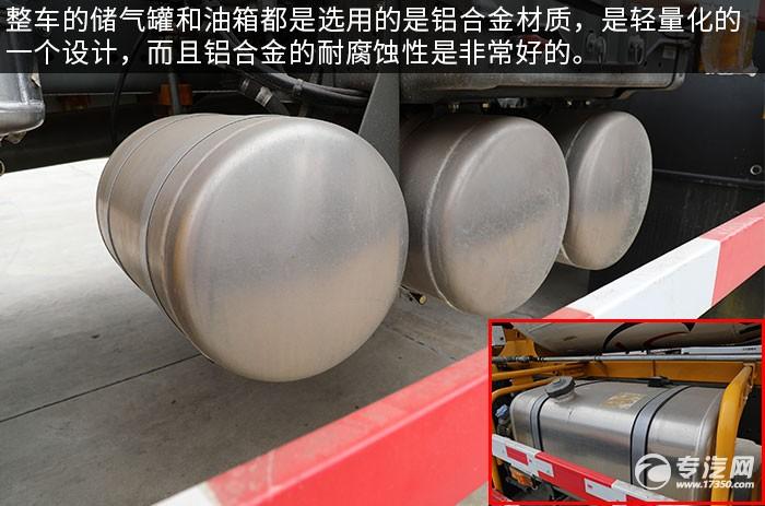 重汽汕德卡G5前四后八國五攪拌車評測儲氣罐、油箱