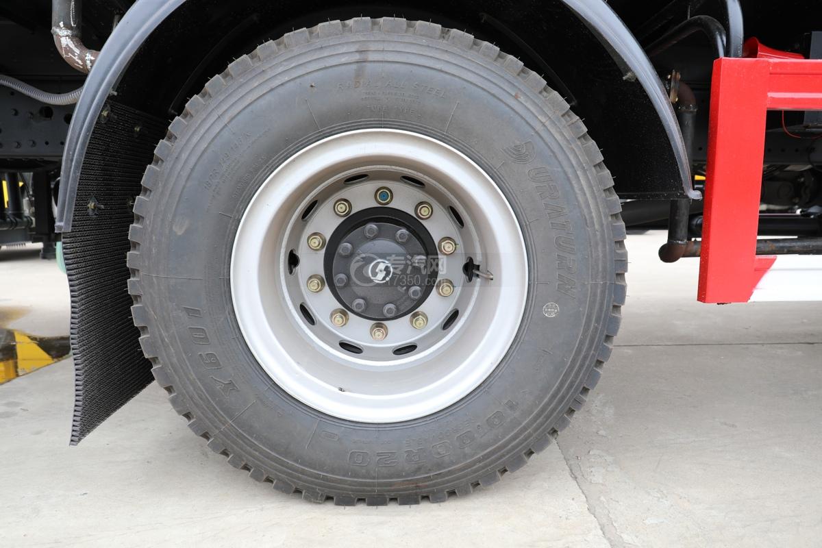 陕汽轩德翼6国六10.7方绿化喷洒车轮胎