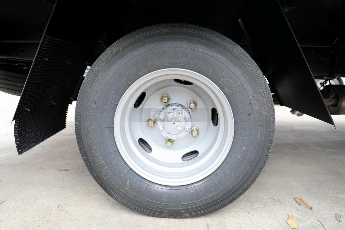 五十铃KV100国六雏禽运输车轮胎