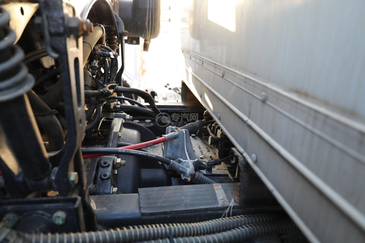 东风锦程V6前四后八国六9.5米杂项危险物品厢式运输车变速箱