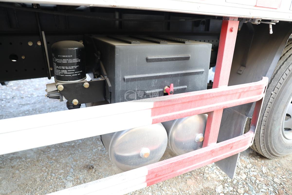 陕汽轩德翼6小三轴国六腐蚀性物品厢式运输车电瓶