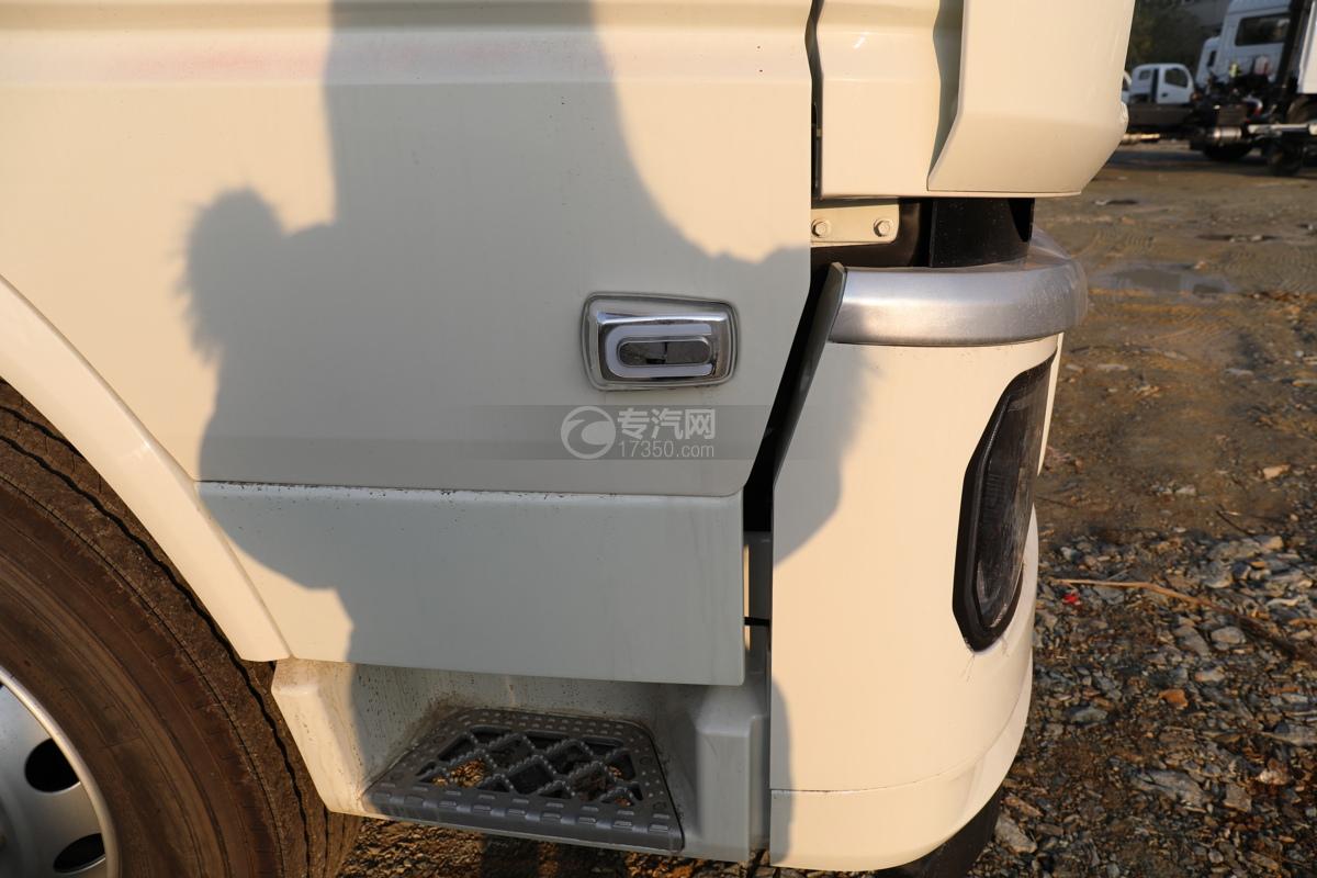 陕汽轩德翼6小三轴国六腐蚀性物品厢式运输车转向灯