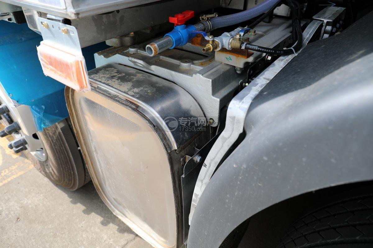 东风天龙KL前四后八国五铝合金畜禽运输车尾气排放处理装置