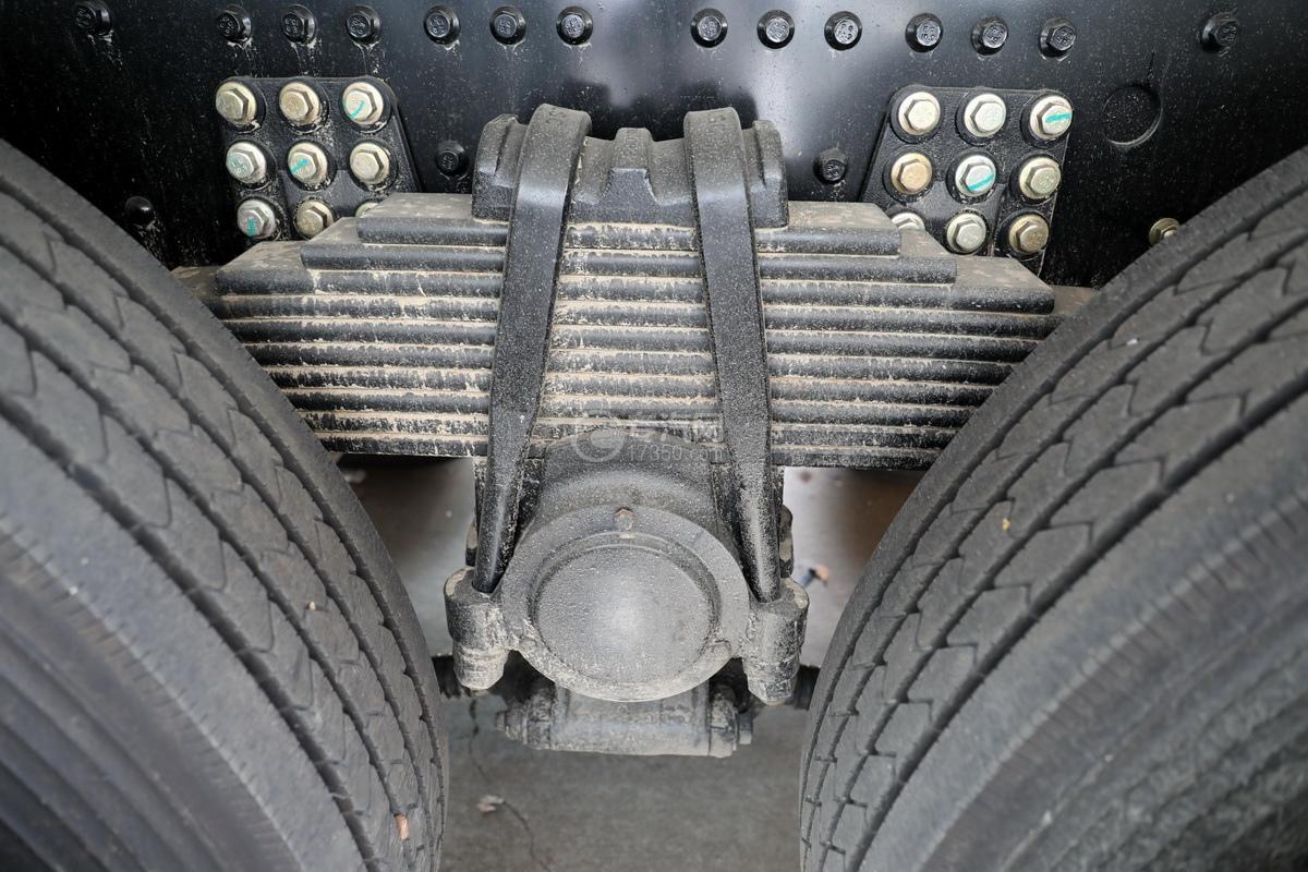 东风天龙KL前四后八国五铝合金畜禽运输车钢板弹簧