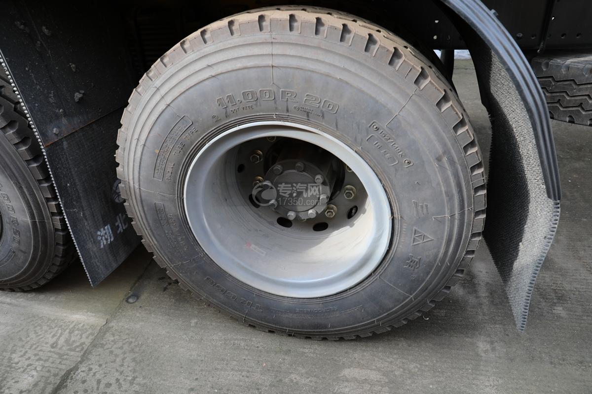重汽汕德卡C5H后双桥国六14.5方洒水车轮胎