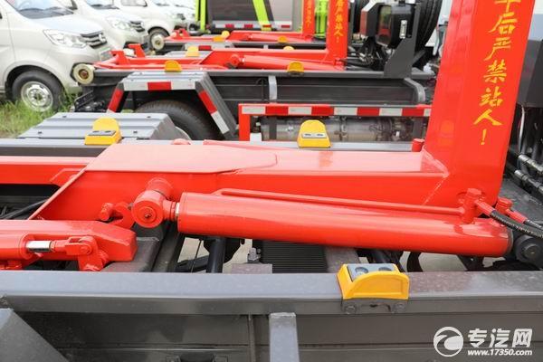 车厢可卸式垃圾车直臂式结构