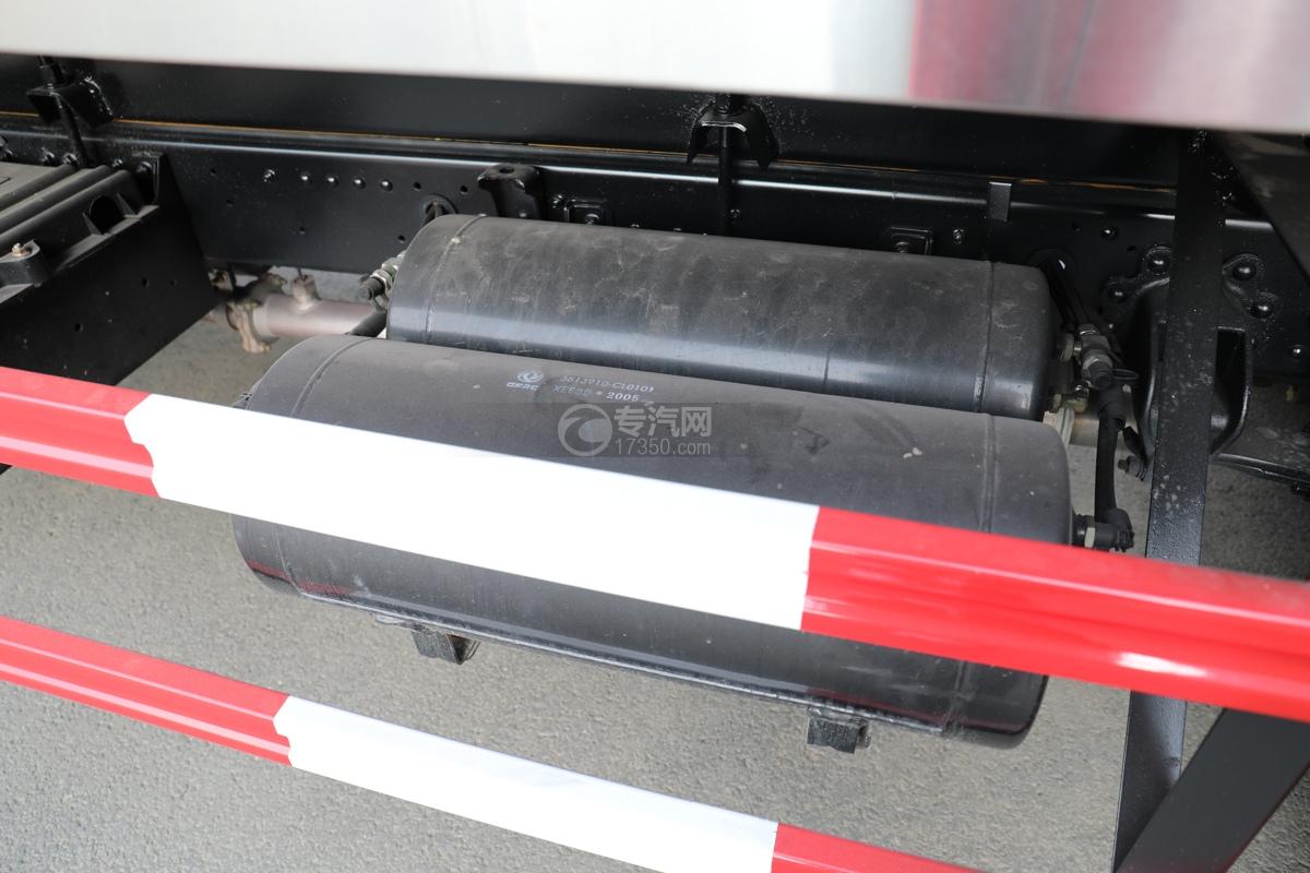 东风小多利卡国五3.39方鲜奶运输车储气罐