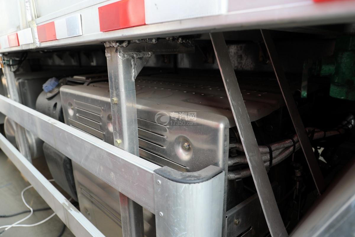 重汽豪沃前四后八国六铝合金畜禽运输车尾气排放处理装置