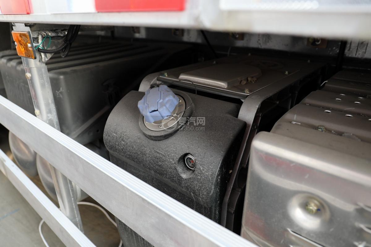 重汽豪沃前四后八国六铝合金畜禽运输车尿素罐
