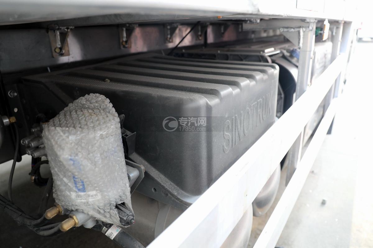 重汽豪沃前四后八国六铝合金畜禽运输车蓄电池