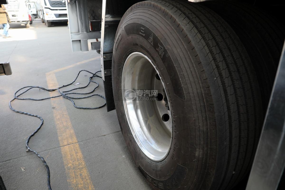 重汽豪沃前四后八国六铝合金畜禽运输车轮胎