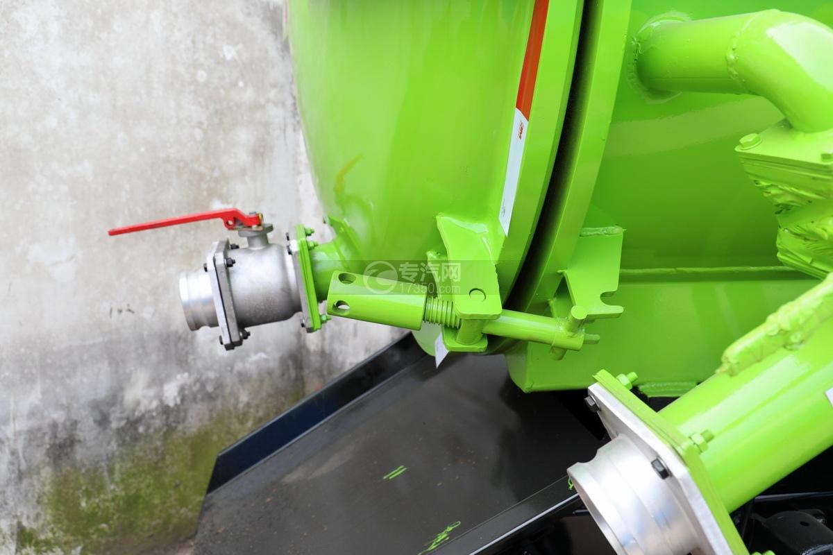 东风福瑞卡F6国六3.75方吸污车后盖细节