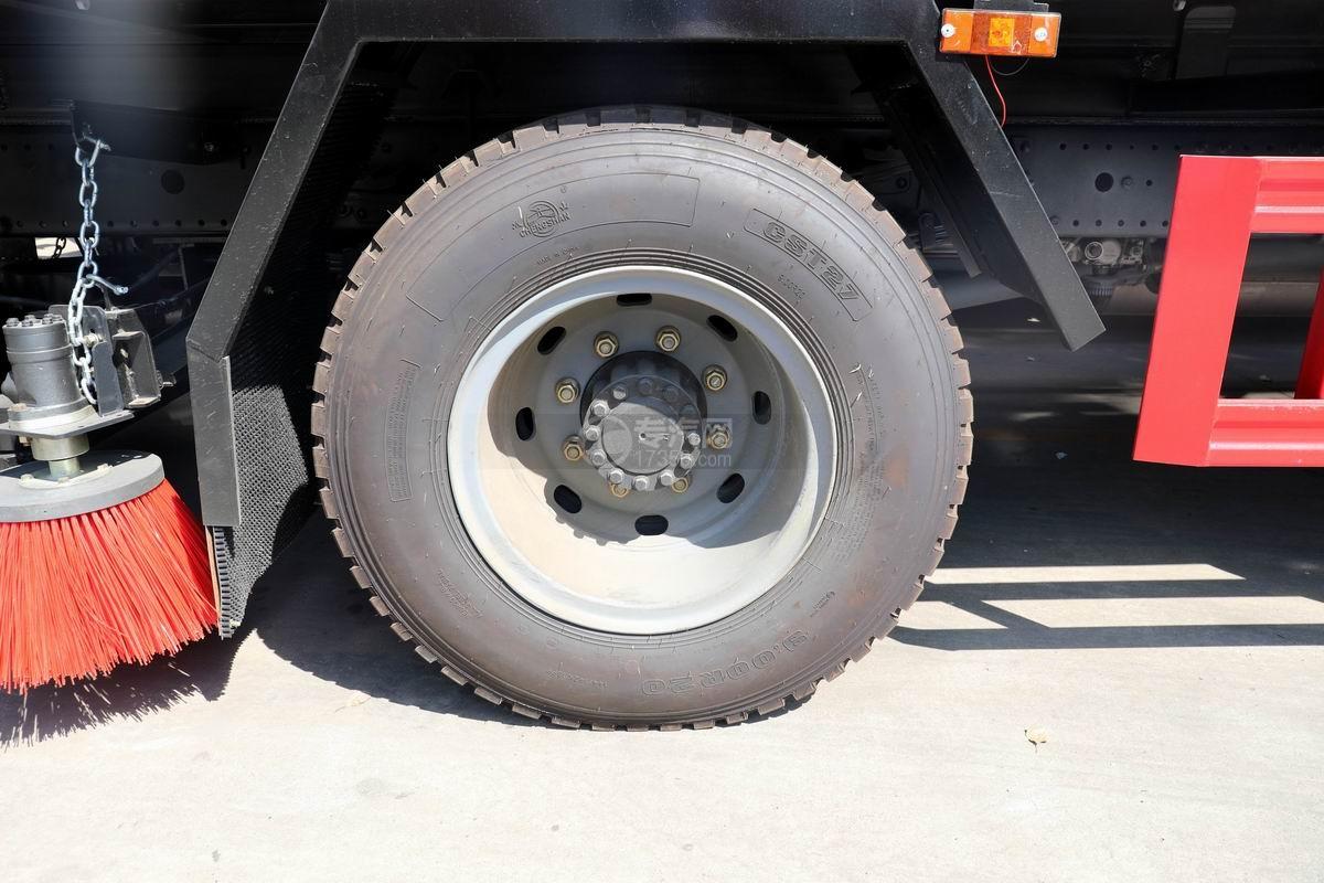 解放J6L国六吸尘车轮胎