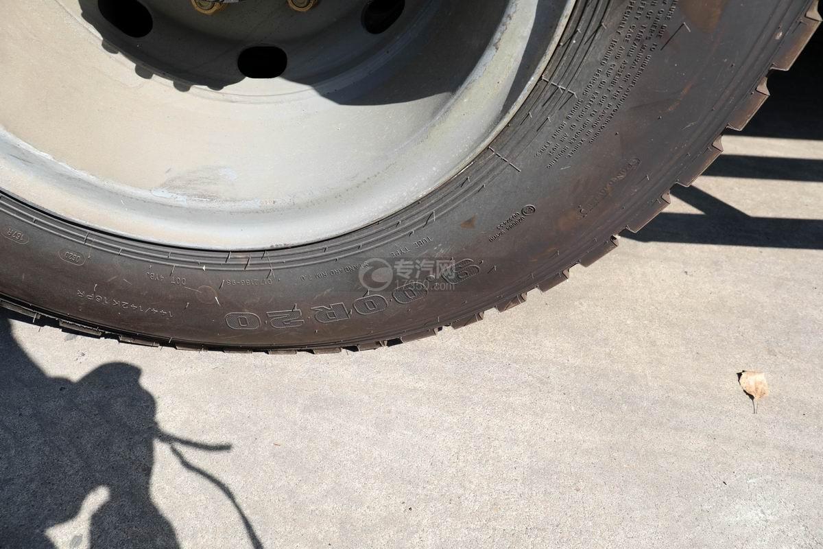 解放J6L国六吸尘车轮胎规格