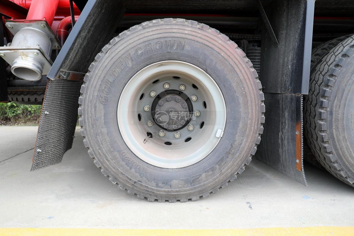 陕汽德龙新M3000后双桥国六16.79方清洗吸污车轮胎