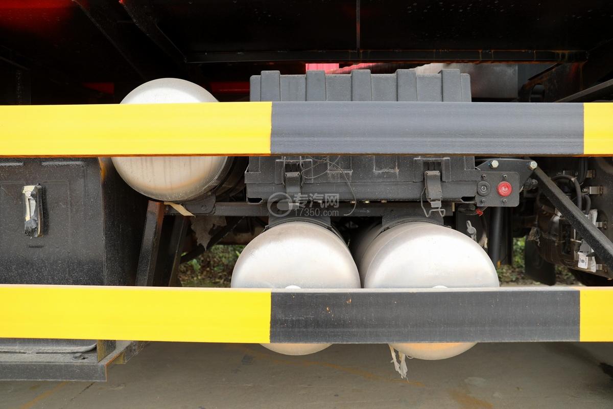 陕汽德龙新M3000后双桥国六16.79方清洗吸污车储气罐、蓄电池