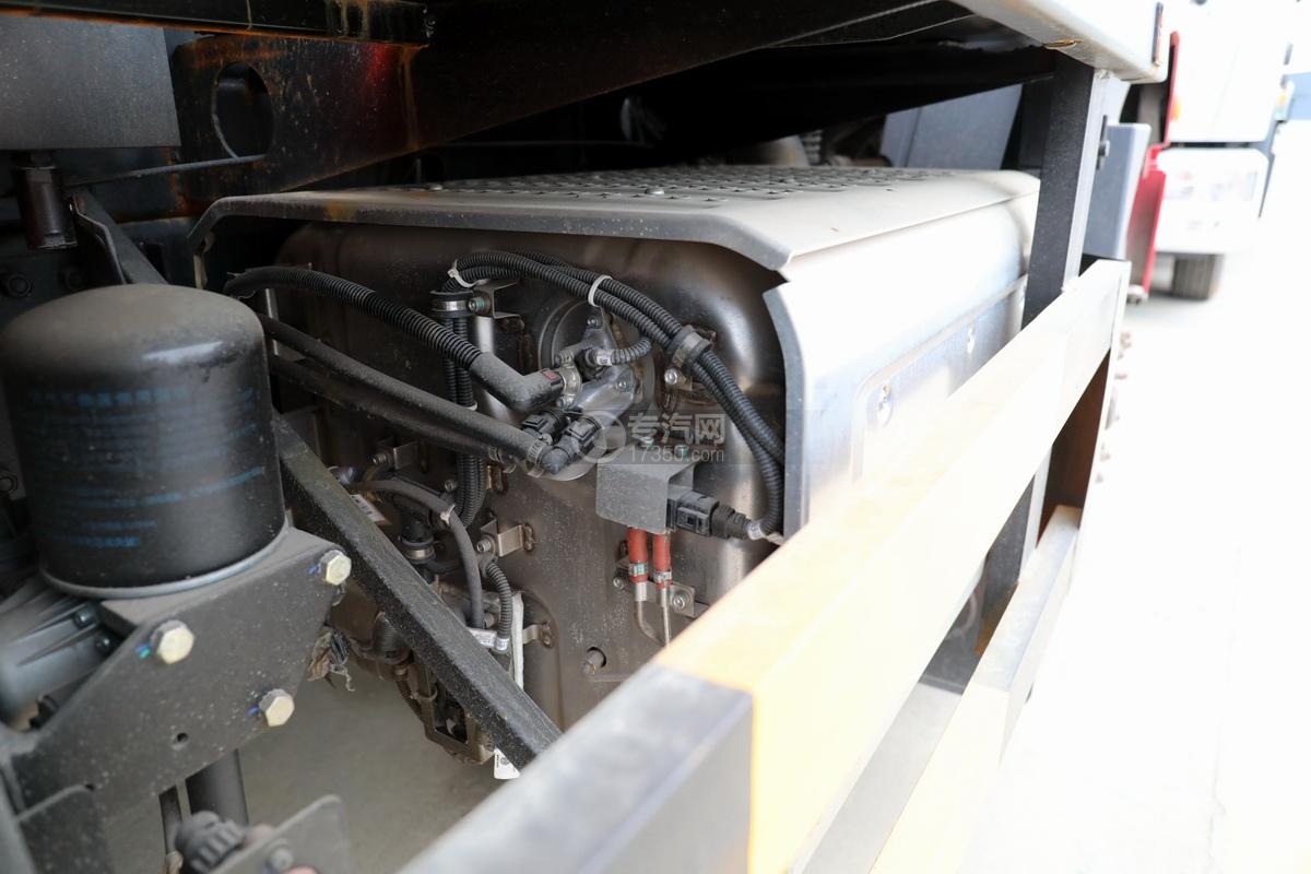 陕汽德龙新M3000后双桥国六16.79方清洗吸污车尾气处理器
