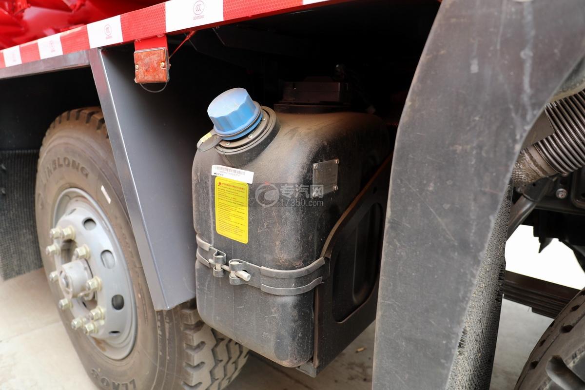 重汽豪瀚前四后八国六清洗吸污车尿素罐