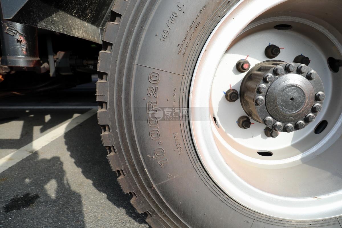 江淮格尔发K5单桥国六14.41方清洗吸污车轮胎细节