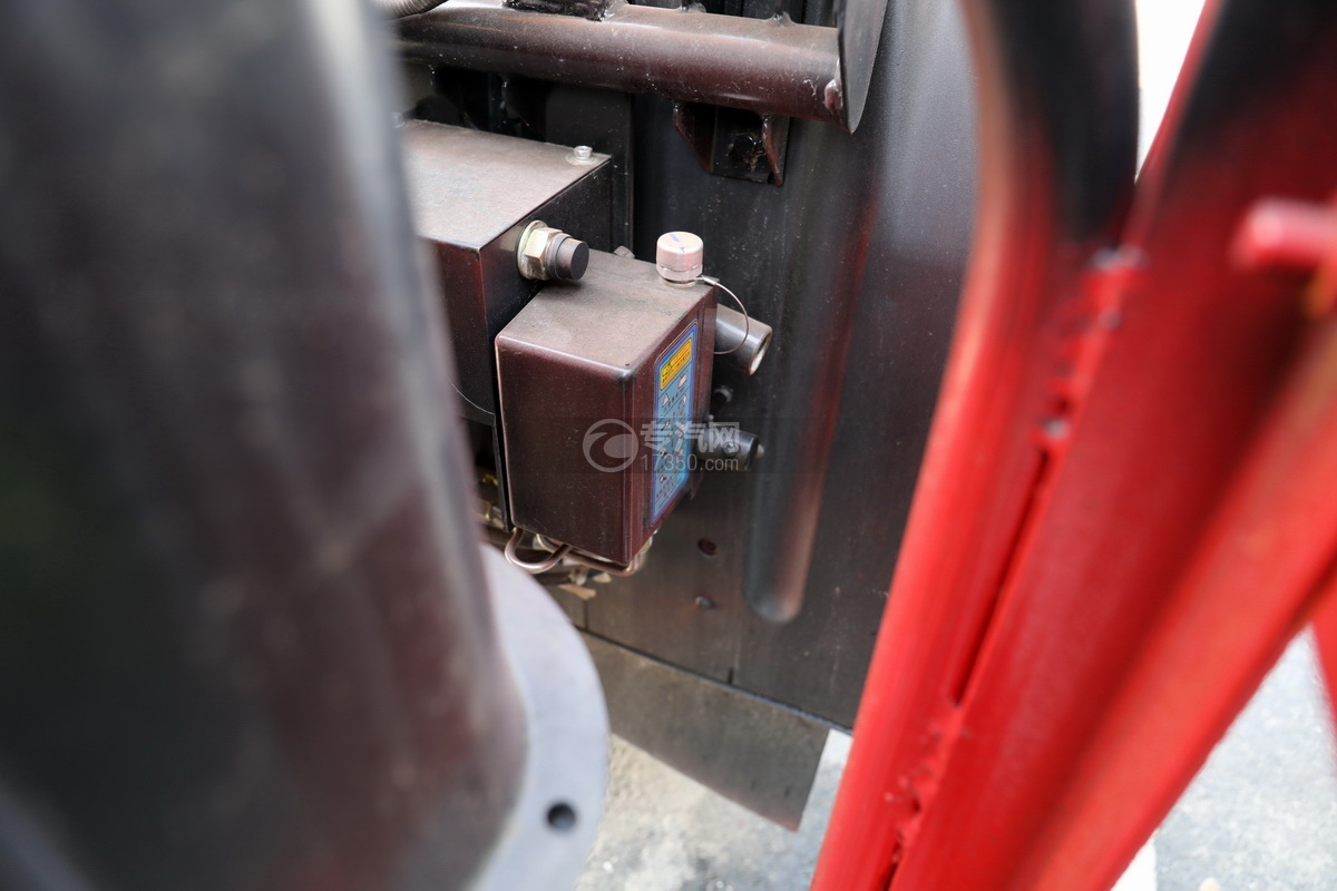 江淮格尔发K5单桥国六14.41方清洗吸污车驾驶室翻转装置