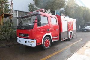 東風多利卡D7雙排國五4方水罐消防車圖片