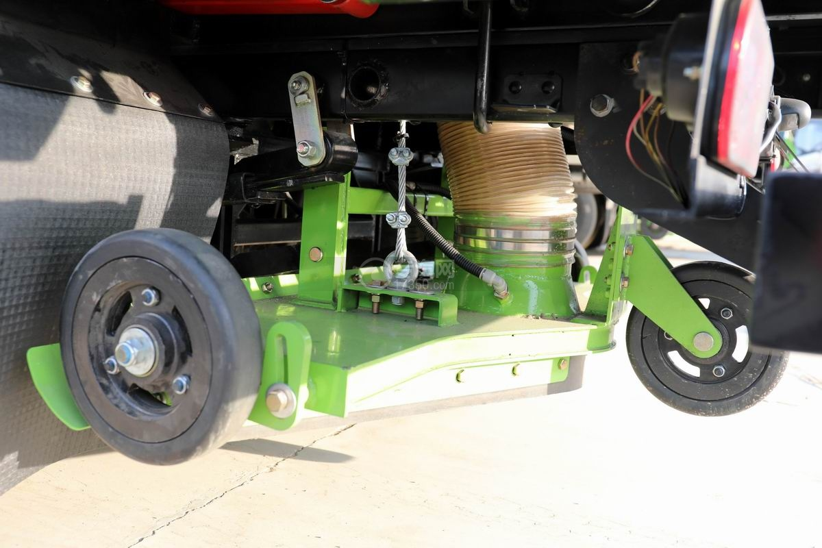 躍進小福星S70國六掃路車吸塵盤