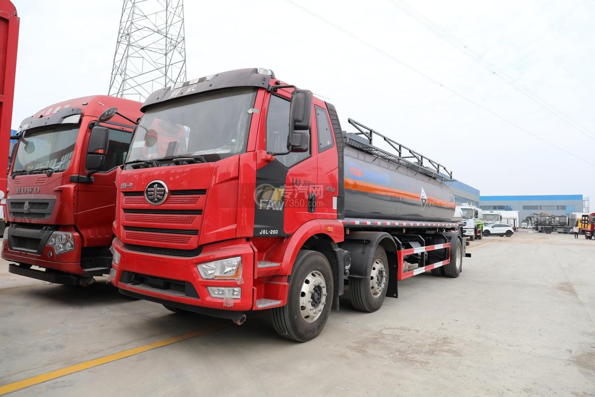 解放J6L小三轴国六腐蚀性物品罐式运输车