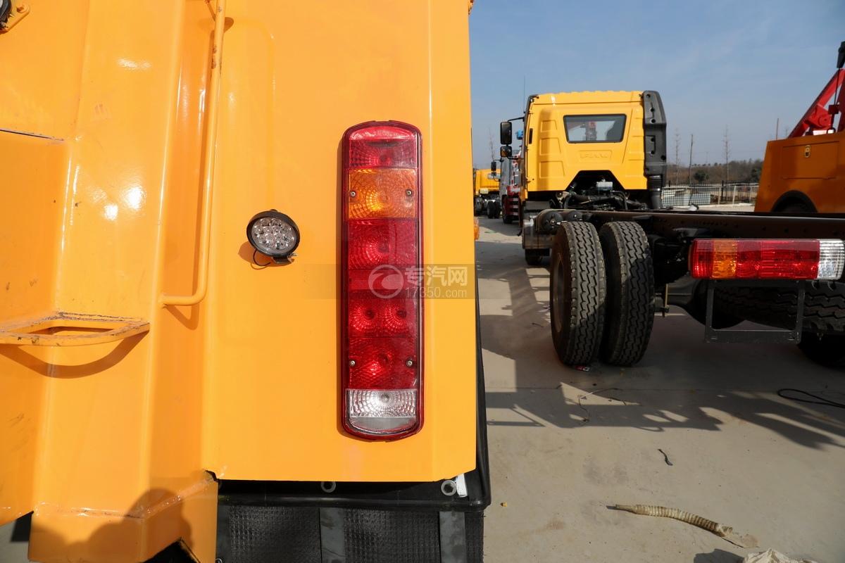 重汽豪沃TX350后雙橋國六拖吊聯體清障車尾燈
