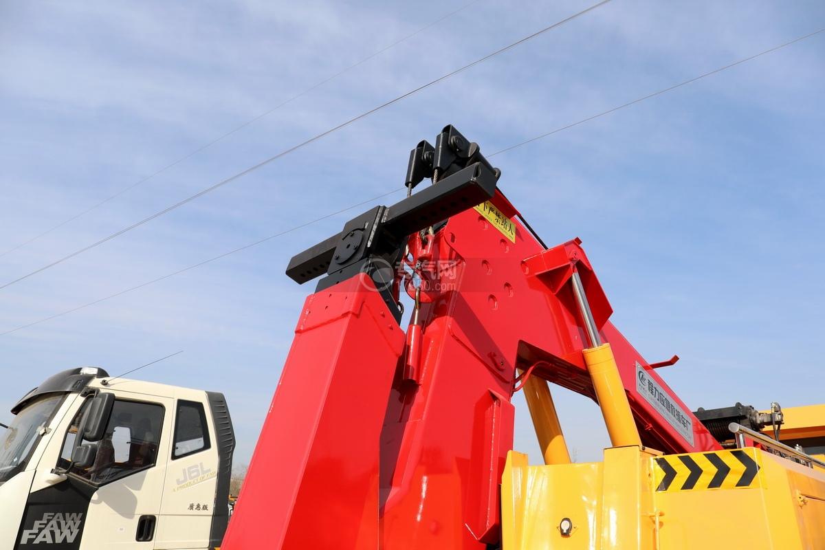 重汽豪沃TX350后雙橋國六拖吊聯體清障車后托臂細節