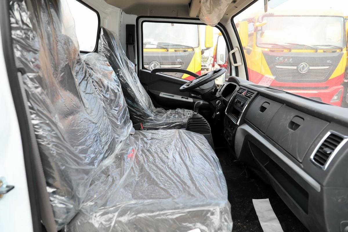 东风多利卡D7国六清洗吸污车驾驶室