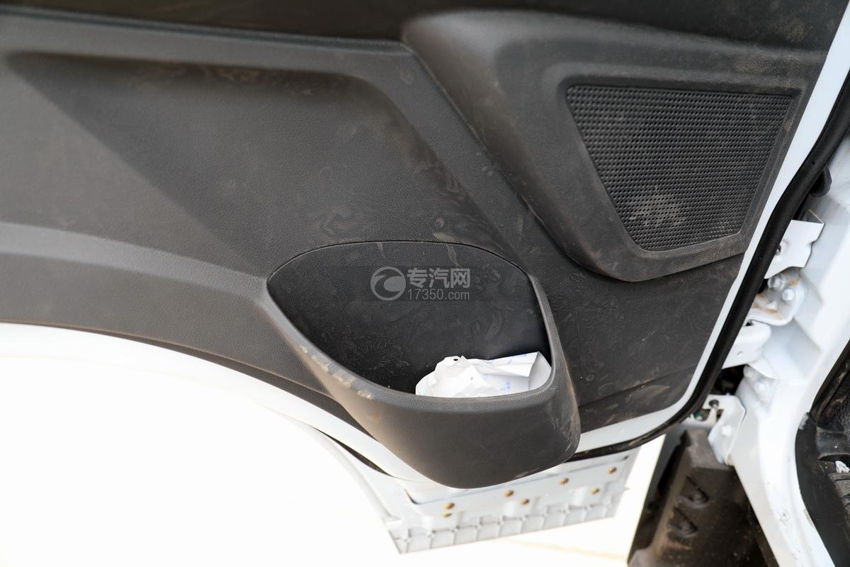 东风多利卡D7国六清洗吸污车车门细节