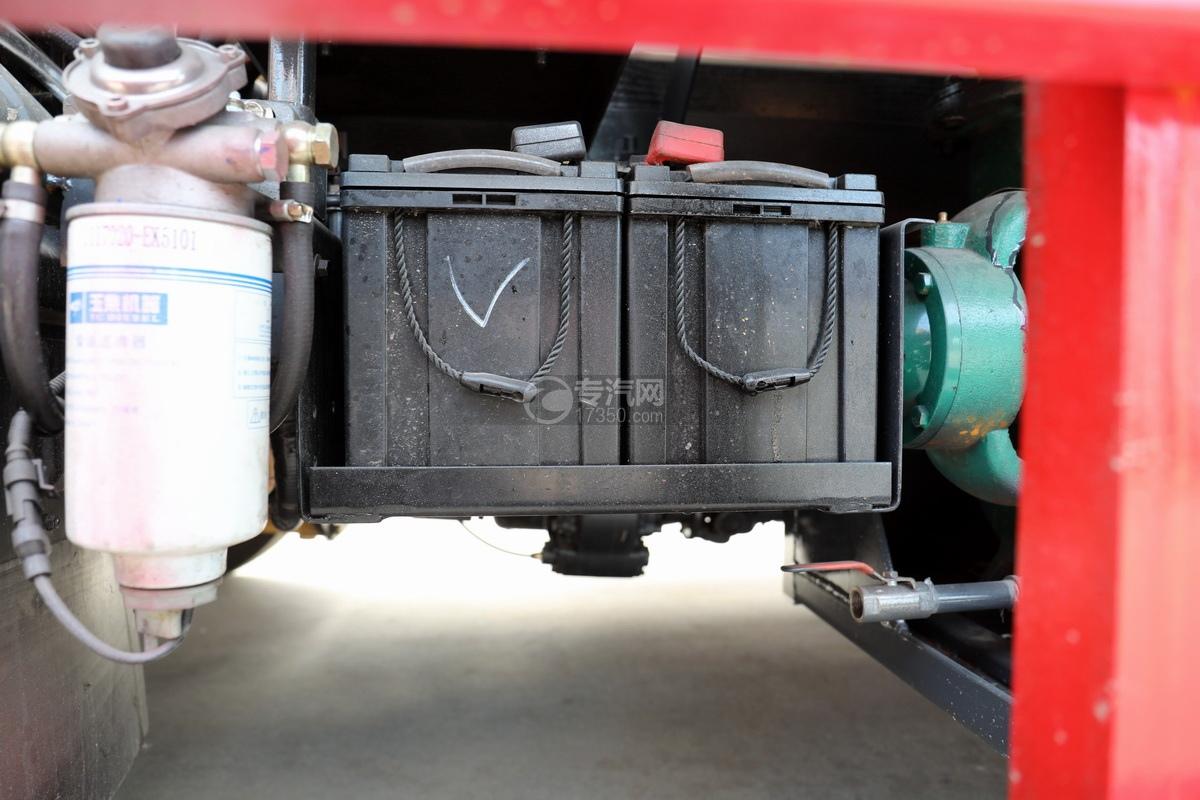 东风多利卡D7国六清洗吸污车蓄电池