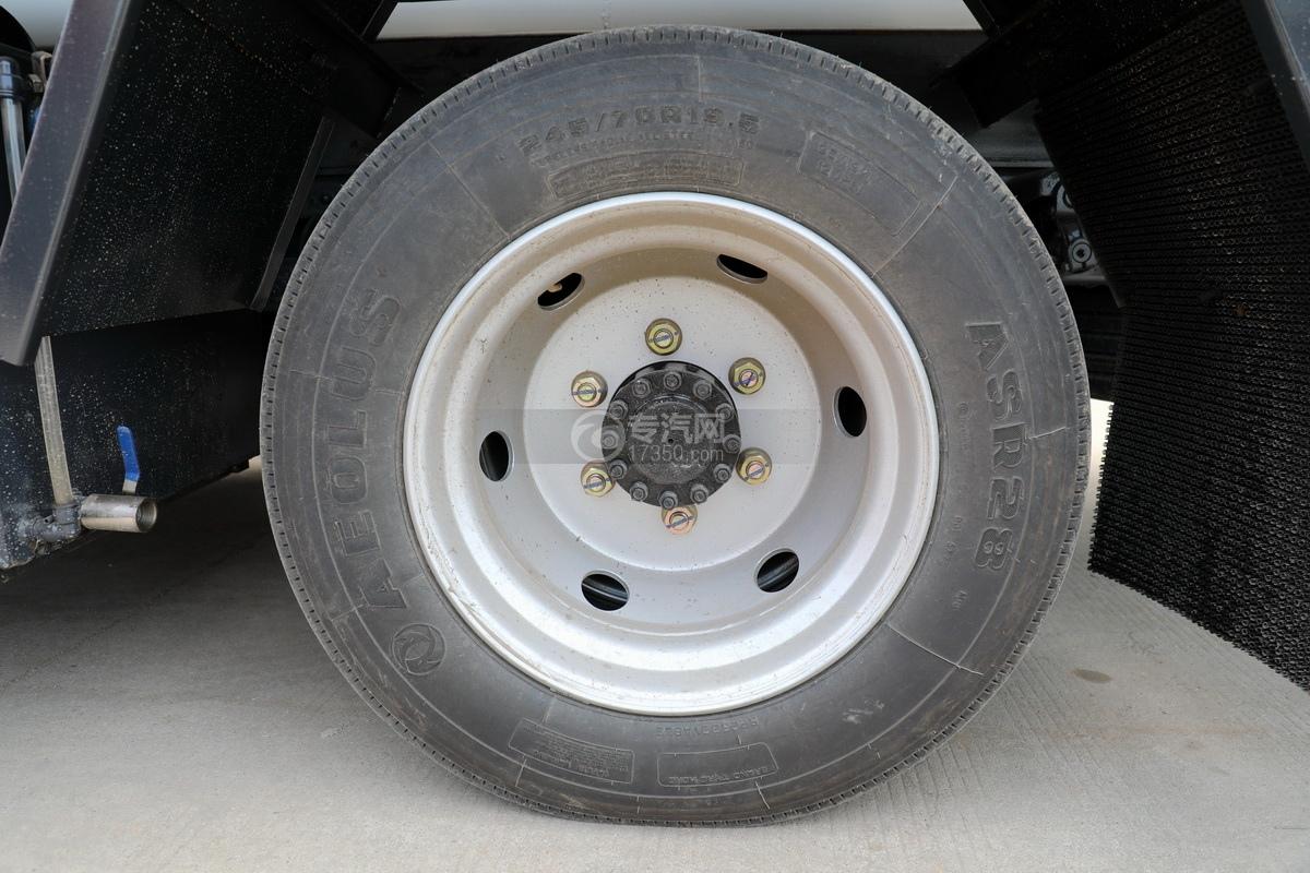 东风多利卡D7国六清洗吸污车轮胎
