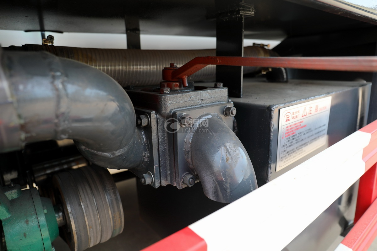 东风多利卡D7国六清洗吸污车细节