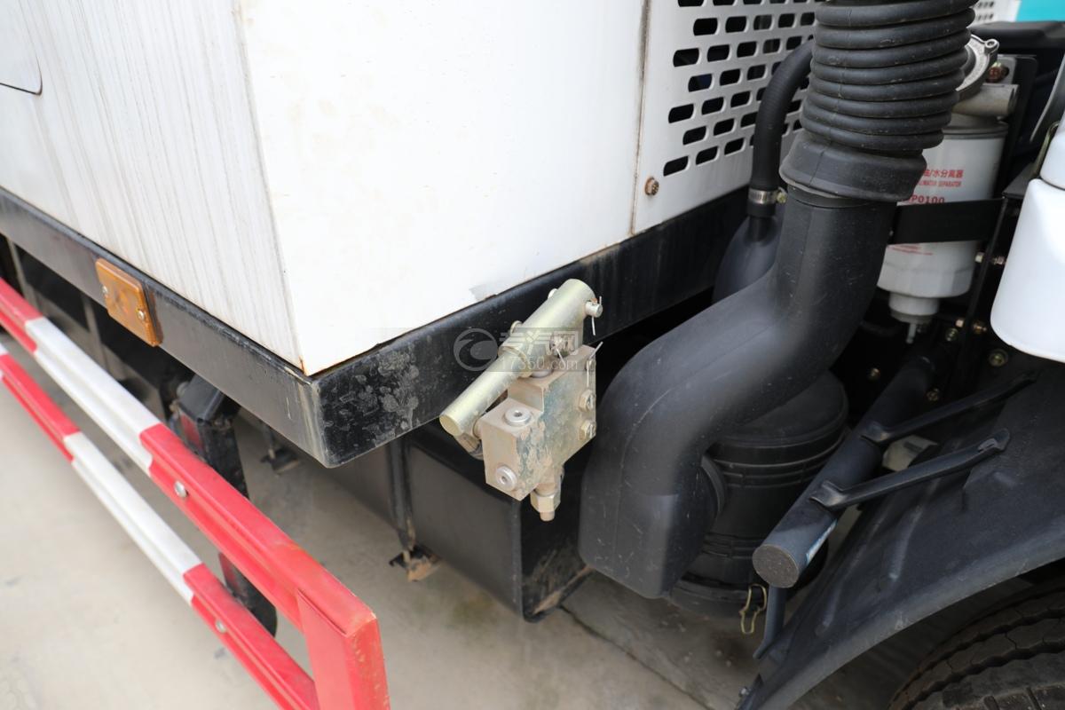 東風多利卡D6國六護欄清洗車安全鎖