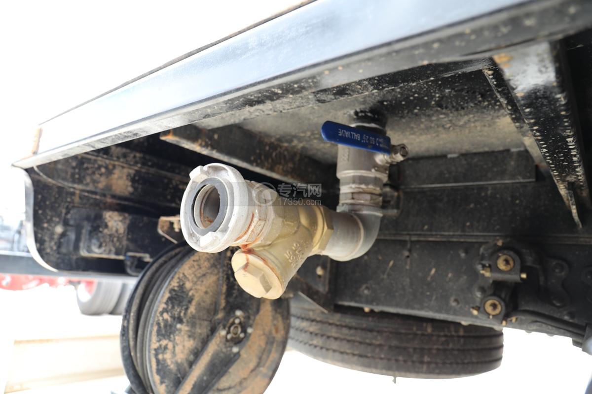 東風多利卡D6國六護欄清洗車消防接口
