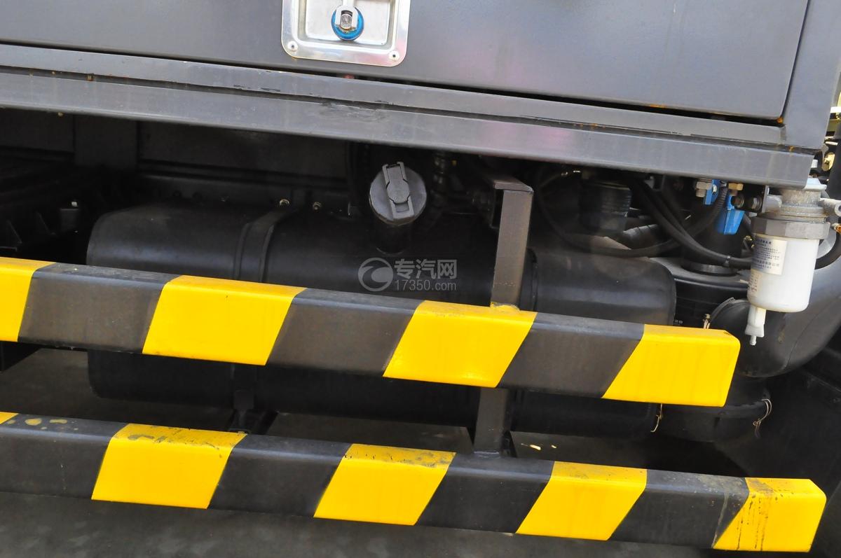 东风小多利卡国六护栏清洗车(老外观)油箱