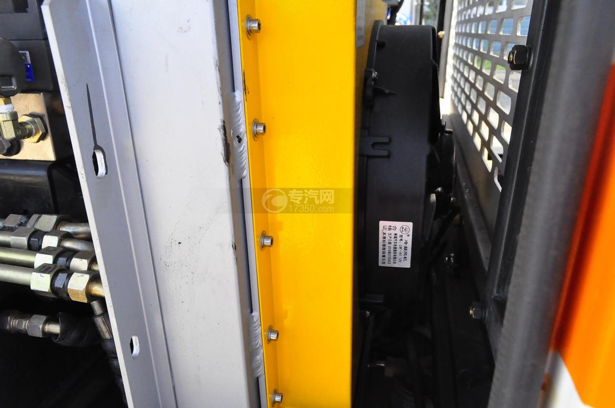 东风小多利卡国六护栏清洗车(老外观)散热器