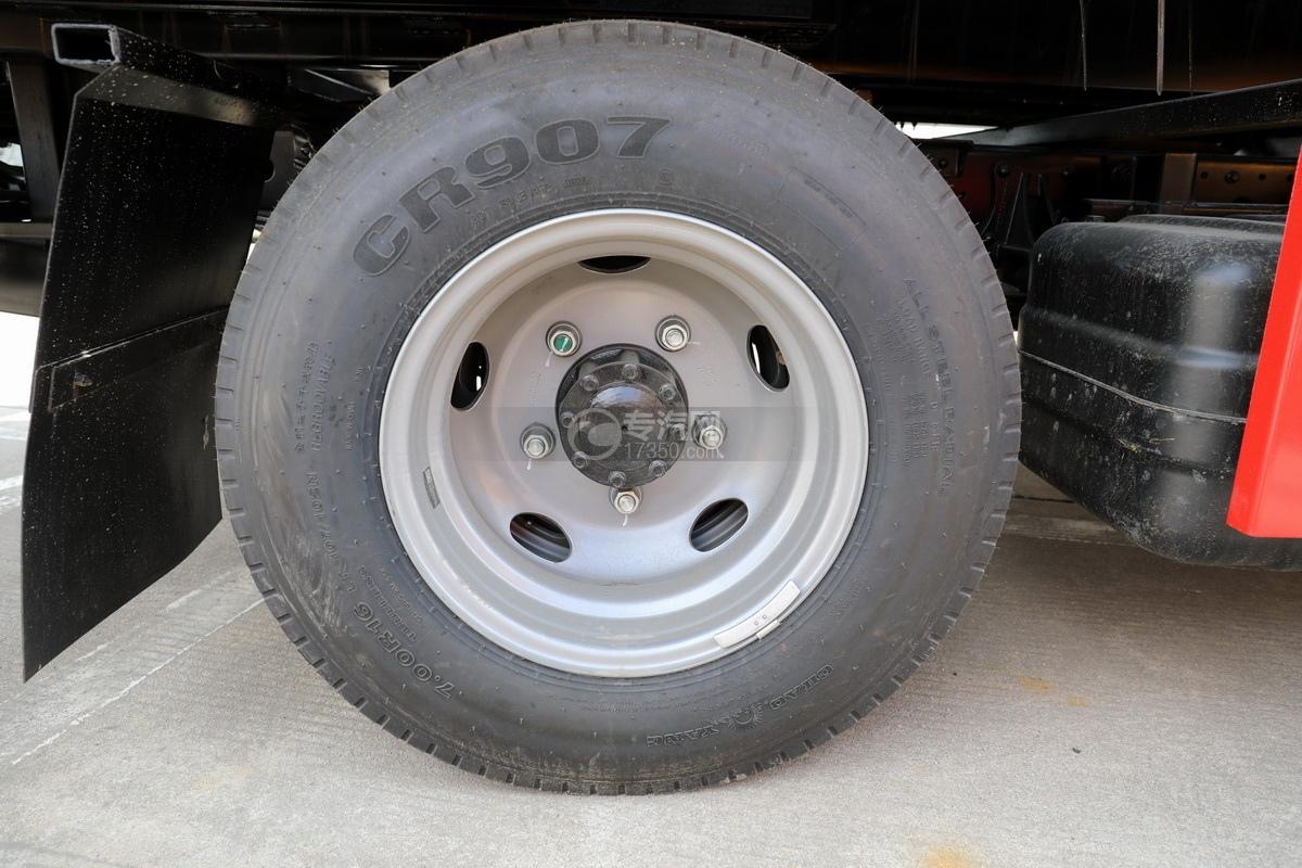 福田欧马可S3国六一拖二蓝牌清障车轮胎