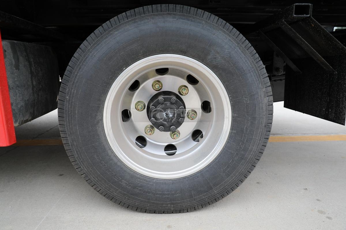 四川现代国五一拖二蓝牌清障车(黄色)轮胎