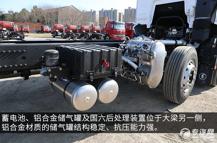 陕汽轩德翼3前四后八400马力重卡评测蓄电池、铝合金储气罐