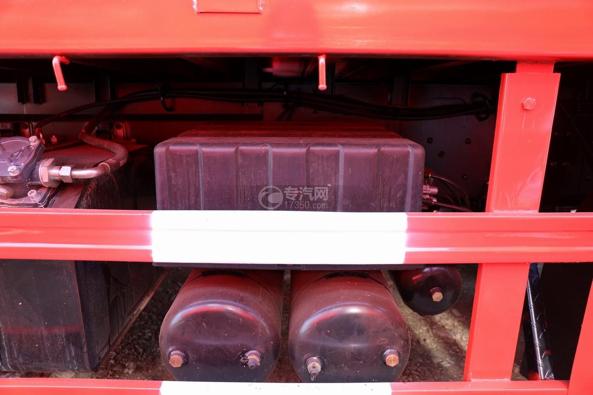 东风天龙前四后八国五徐工12吨直臂随车吊蓄电池、储气罐