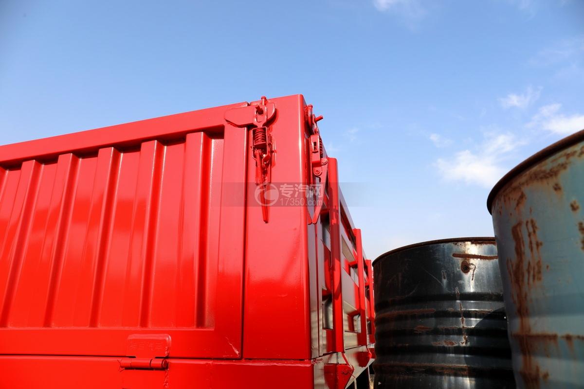东风天龙前四后八国五徐工12吨直臂随车吊货箱细节