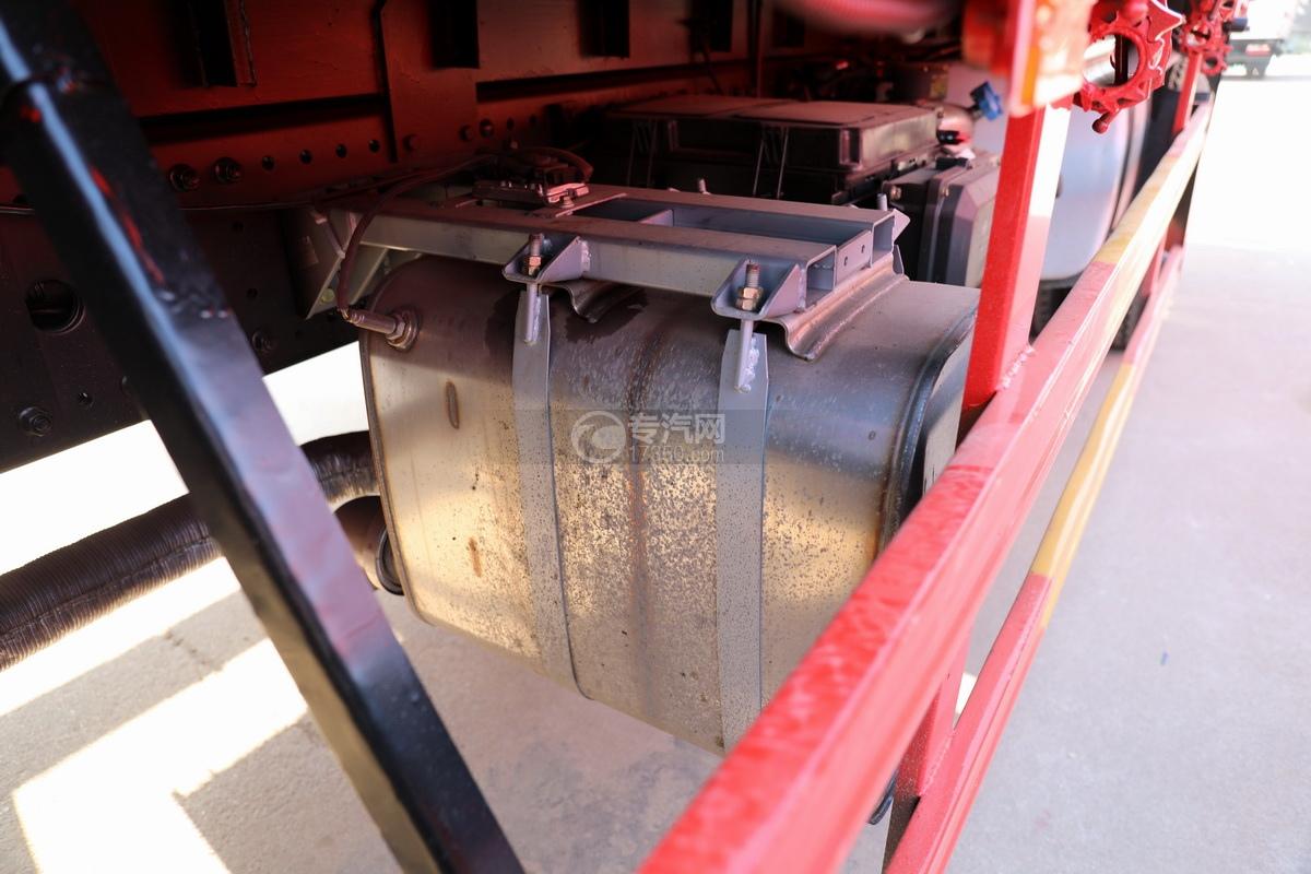 解放J6L单桥国五三一8吨直臂随车吊尾气排放处理装置
