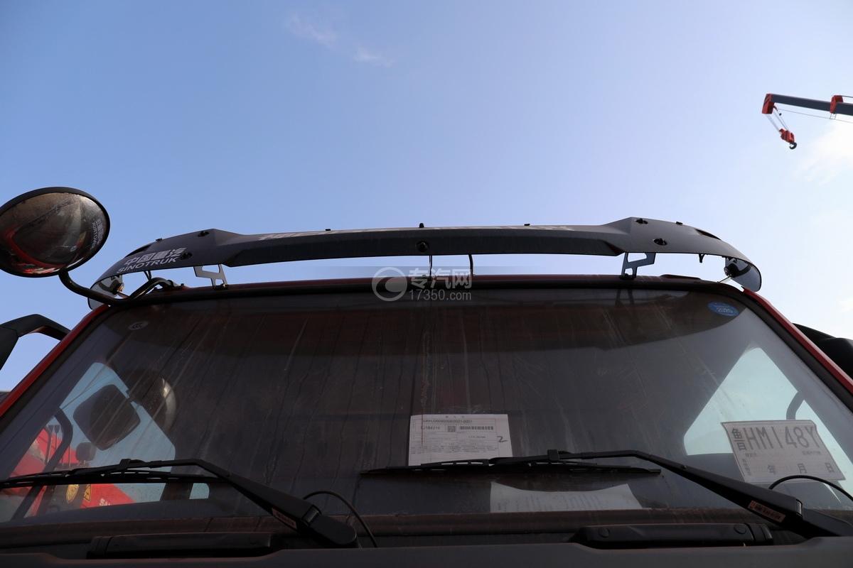 重汽豪瀚N5W前四后八国六长兴14吨直臂随车吊遮阳罩