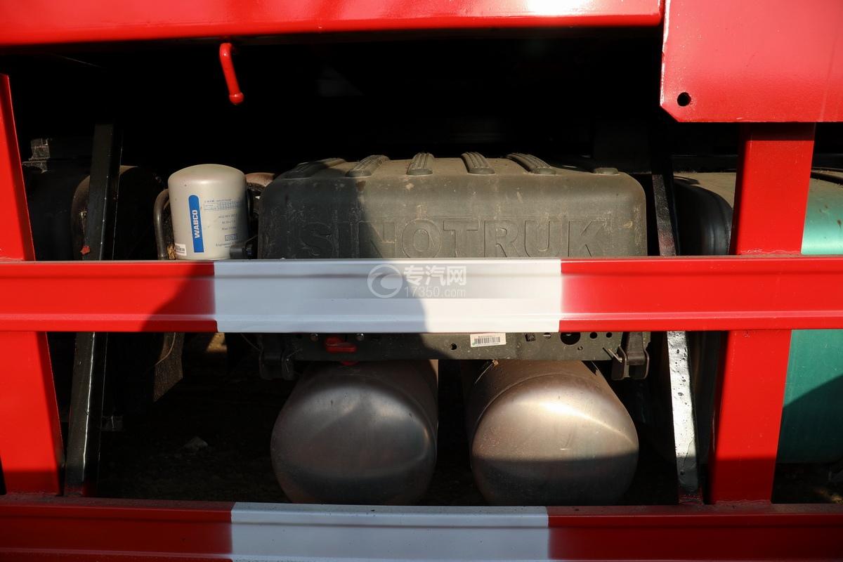 重汽豪瀚N5W前四后八国六长兴14吨直臂随车吊蓄电池、储气罐