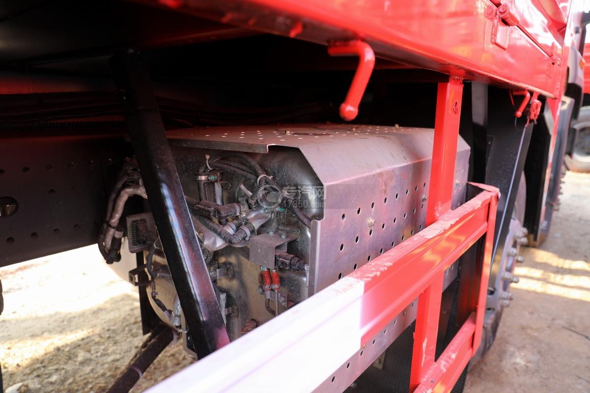 重汽豪瀚N5W前四后八国六长兴14吨直臂随车吊尾气排放处理装置