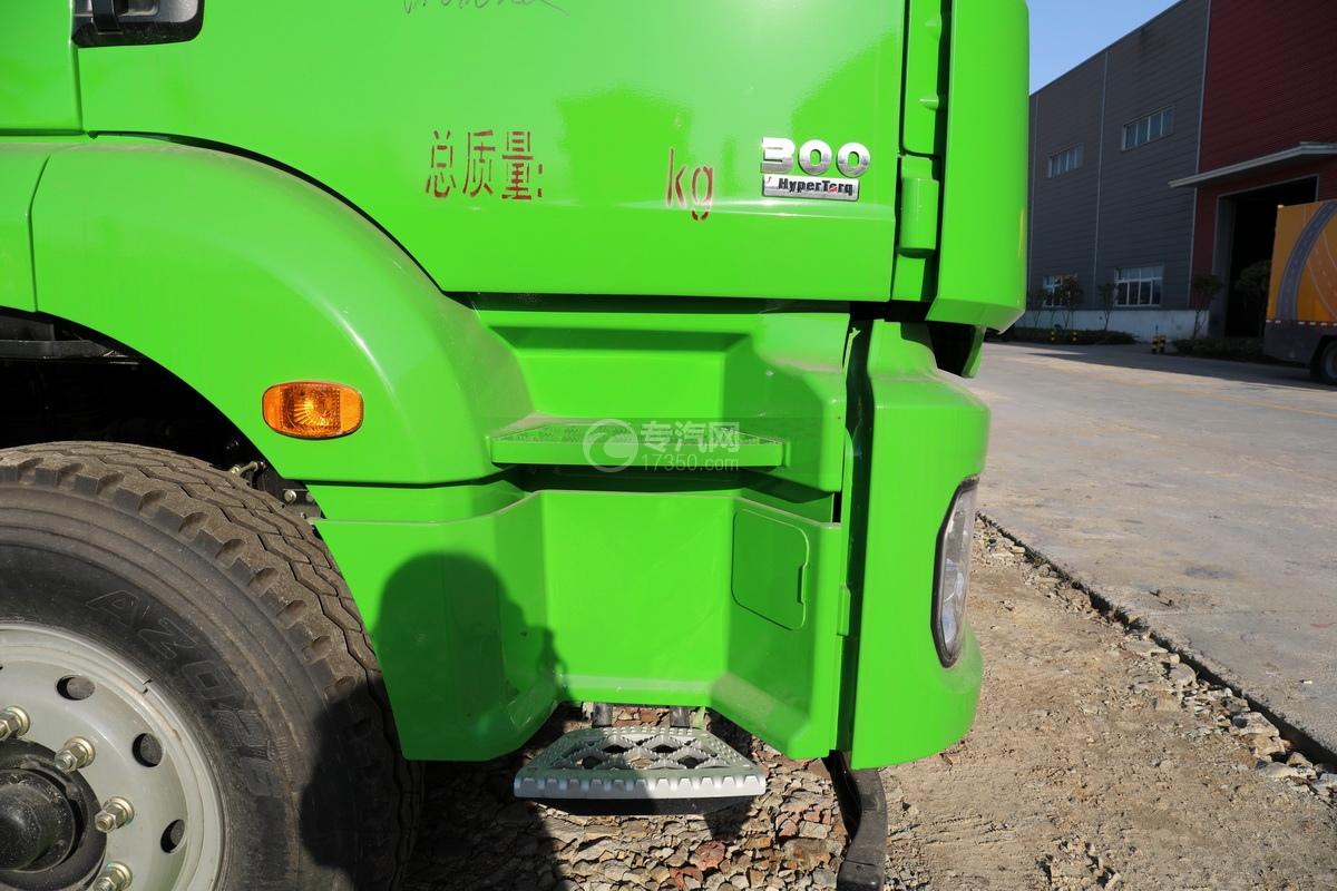 陕汽德龙新M3000后双桥国六16.79方清洗吸污车(绿色)上车踏板