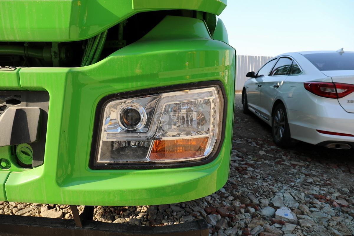 陕汽德龙新M3000后双桥国六16.79方清洗吸污车(绿色)车灯